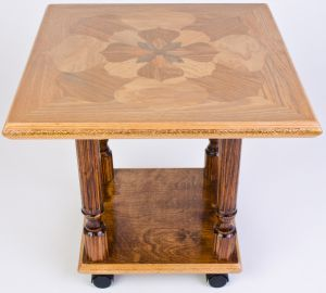 фотография журнального стола из массива дерева и керамической плитки