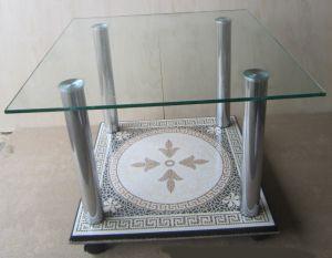 журнальный стол с прозрачной столешницей из стекла и основанием из керамогранита с рисунком