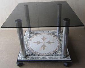 стол журнальный со столешницей из тонированного стекла и основанием из керамогранита