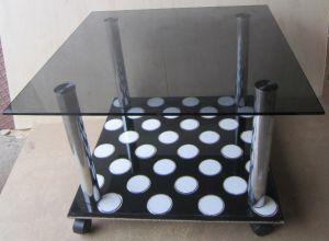 фото стола из стекла на металлических  ножках с основанием из керамогранита